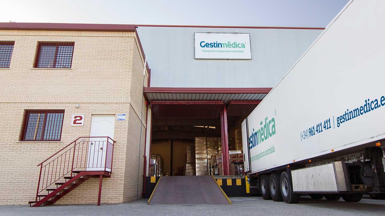 Fachada del almacén logístico Gestinmédica en Valencia