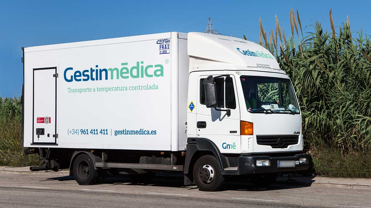 Camión medio para reparto de medicamentos