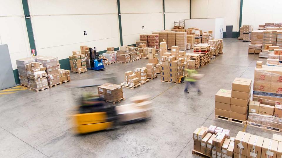 Sistema logístico y almacenaje para distribución de productos farmacéuticos