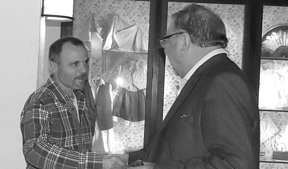 Trabajador premiado por su trayectoria en el 20 aniversario Gestinmédica
