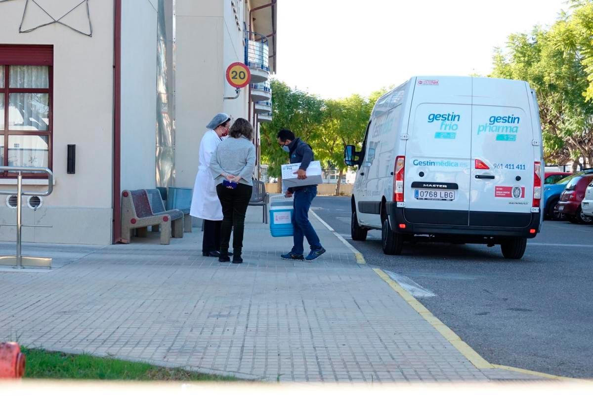 Reparto primeras vacunas Covid19 en la CV - Foto: Joan Tomás